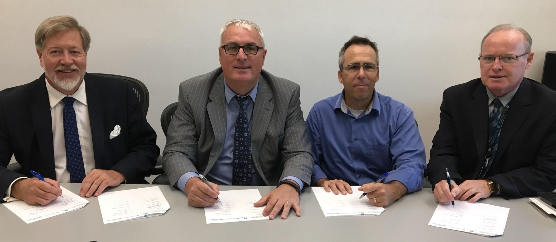 Oct2017_MOU_Signing_LKDSB_SCCDSB_Public_Health_News.jpg