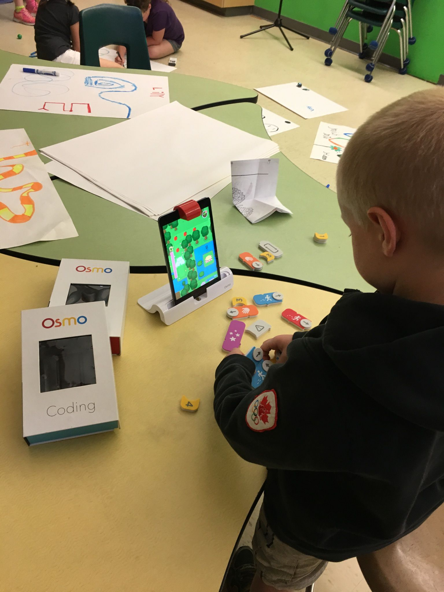 Students learning with OSMO